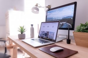 PR Freelancer in Home Office / Photo by Domenico Loia on Unsplash